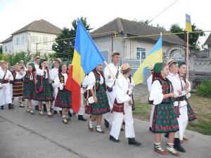 Ismail-Festivalul-Folcloric-al-Romanilor-din-Ucraina-defilare-port-popular-600px